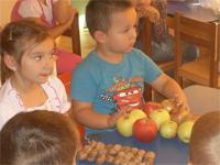 Alma, alma piros alma…, avagy gyümölcshét az oviban