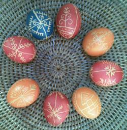 írókázott tojások