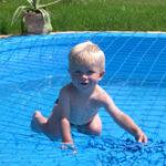 Gyermekbiztonság – a medence mellett