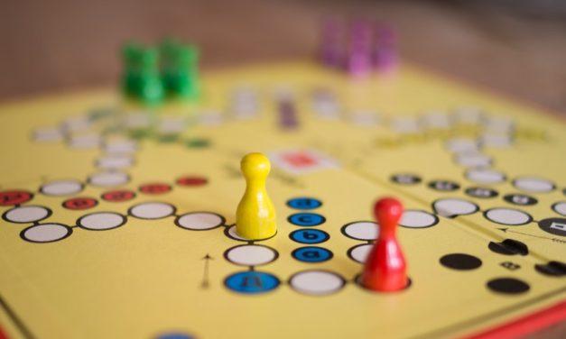 Hagyjuk nyerni, vagy tanítsuk meg veszíteni? – Társasjátékokról